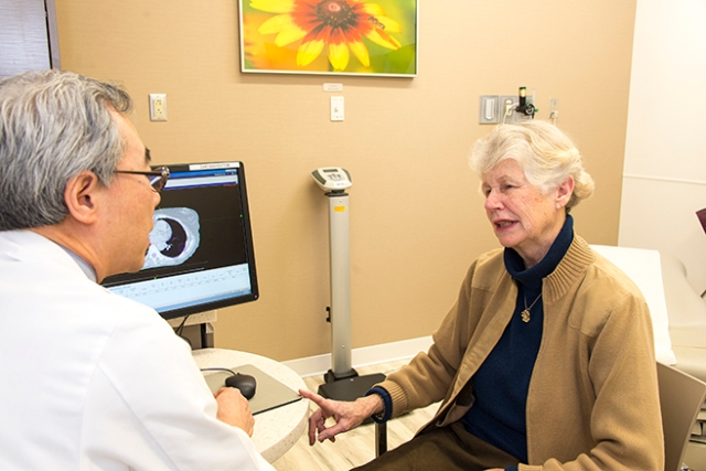 Seung Shin Hahn, MD, talks with his patient Dorette Thompson. (PHOTO BY WILLIAM MUELLER)