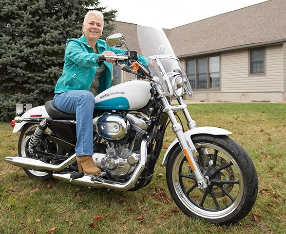 Toni Lindgren on the motorcycle she and her husband bought for her after her chemotherapy treatments for lung cancer. This winter, she is riding it along the eastern coast of Florida. (PHOTO BY SUSAN KAHN)
