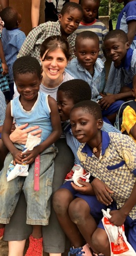 Cyndy Carr, an oncology nurse at Upstate, with a group of Ghanaian students who received toothbrushes and toothpaste -- and instruction on good brushing habits -- as part of an oral health program. (PHOTO BY MEGHAN LEWIS)
